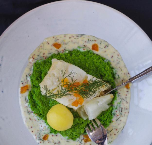 Lutefisk med sennepssaus og ertepuré